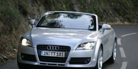 Automotive mirror, Automotive design, Mode of transport, Road, Vehicle, Infrastructure, Transport, Hood, Car, Vehicle registration plate,