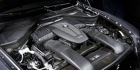 Automotive design, Engine, Personal luxury car, Automotive exterior, Luxury vehicle, Automotive engine part, Hood, Automotive air manifold, Automotive super charger part, Kit car,