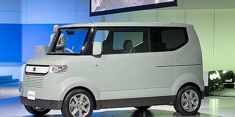 Motor vehicle, Tire, Wheel, Mode of transport, Automotive design, Automotive mirror, Transport, Automotive exterior, Automotive tire, Vehicle,