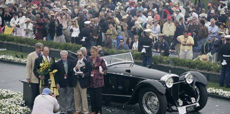 People, Vehicle, Classic car, Photograph, Crowd, Car, Antique car, Classic, Vehicle registration plate, Audience,