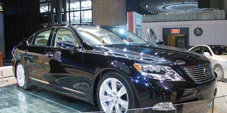Mode of transport, Vehicle, Land vehicle, Car, Automotive design, Glass, Alloy wheel, Technology, Rim, Fender,