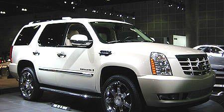 Tire, Motor vehicle, Wheel, Vehicle, Automotive tire, Land vehicle, Automotive mirror, Automotive design, Transport, Automotive exterior,
