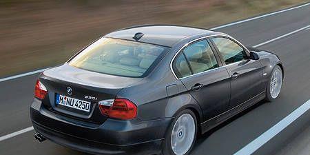 Mode of transport, Automotive design, Vehicle, Vehicle registration plate, Transport, Automotive lighting, Land vehicle, Road, Infrastructure, Car,