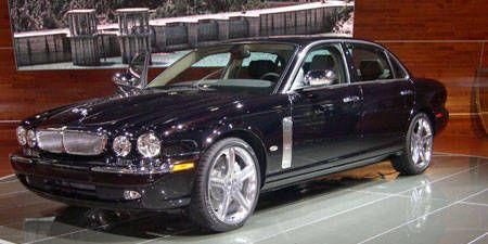 Tire, Wheel, Vehicle, Automotive tire, Land vehicle, Car, Alloy wheel, Rim, Hood, Spoke,