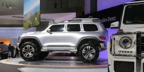 Tire, Wheel, Automotive tire, Automotive design, Vehicle, Land vehicle, Automotive exterior, Car, Rim, Alloy wheel,