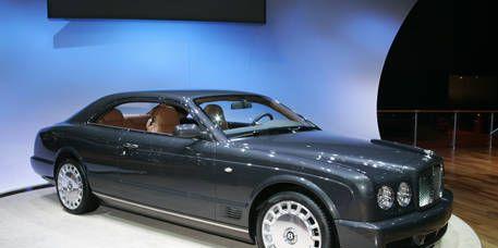 Tire, Wheel, Mode of transport, Automotive design, Automotive mirror, Vehicle, Transport, Automotive tire, Land vehicle, Rim,
