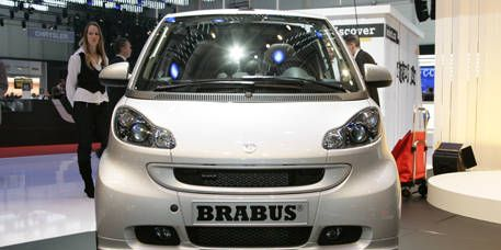 Motor vehicle, Automotive design, Vehicle, Vehicle registration plate, Grille, Car, Automotive mirror, Automotive exterior, Headlamp, Bumper,