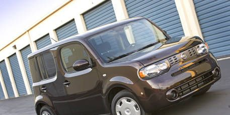 Tire, Motor vehicle, Wheel, Mode of transport, Automotive design, Transport, Vehicle, Land vehicle, Automotive mirror, Car,