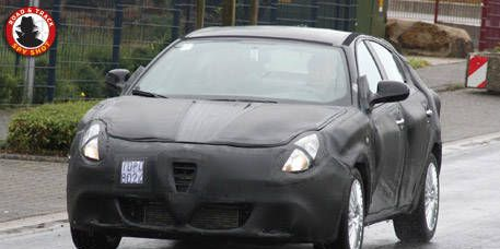 Motor vehicle, Mode of transport, Automotive design, Vehicle, Land vehicle, Automotive lighting, Car, Photograph, Automotive mirror, Rim,