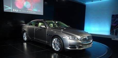 Mode of transport, Automotive design, Vehicle, Transport, Land vehicle, Car, Automotive lighting, Headlamp, Rim, Personal luxury car,