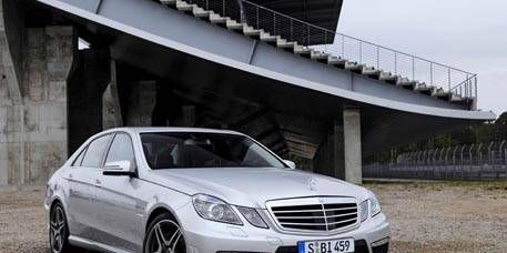 Tire, Wheel, Automotive design, Mode of transport, Vehicle, Hood, Grille, Infrastructure, Alloy wheel, Rim,