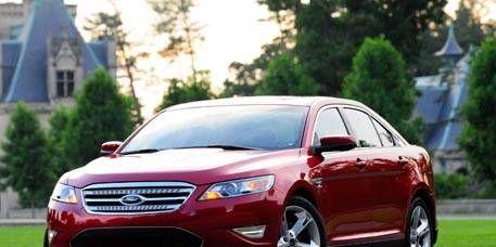 Tire, Wheel, Motor vehicle, Automotive design, Automotive mirror, Daytime, Vehicle, Automotive lighting, Headlamp, Car,