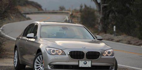 Mode of transport, Road, Automotive mirror, Automotive design, Vehicle, Land vehicle, Hood, Infrastructure, Transport, Road surface,