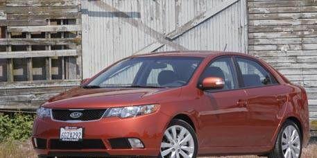 Motor vehicle, Tire, Automotive mirror, Wheel, Mode of transport, Daytime, Vehicle, Glass, Car, Rim,