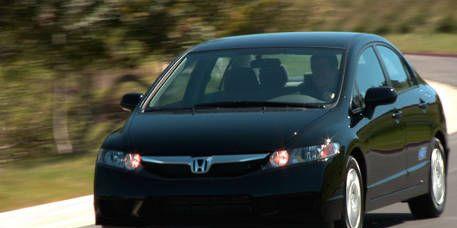 Motor vehicle, Mode of transport, Daytime, Automotive mirror, Automotive design, Vehicle, Transport, Land vehicle, Glass, Car,