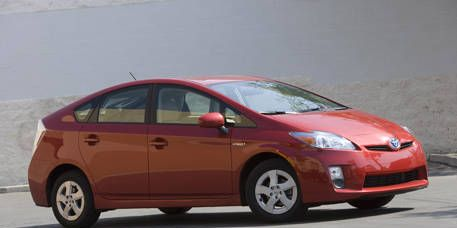 Tire, Wheel, Motor vehicle, Automotive mirror, Mode of transport, Automotive design, Vehicle, Transport, Car, Vehicle door,