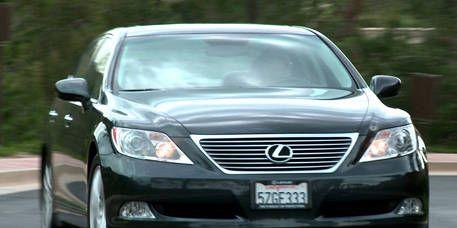 Motor vehicle, Automotive mirror, Mode of transport, Automotive design, Vehicle, Automotive lighting, Glass, Land vehicle, Transport, Automotive exterior,