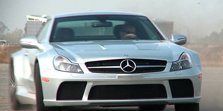 Mode of transport, Automotive design, Vehicle, Hood, Land vehicle, Grille, Mercedes-benz, Car, Glass, Automotive exterior,