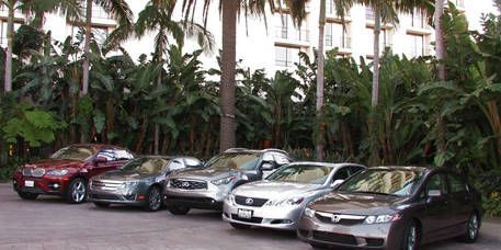 Wheel, Mode of transport, Land vehicle, Vehicle, Automotive mirror, Automotive parking light, Car, Automotive lighting, Alloy wheel, Parking,