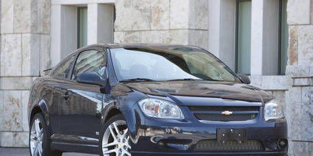 Tire, Wheel, Vehicle, Land vehicle, Automotive lighting, Automotive parking light, Automotive mirror, Glass, Car, Rim,