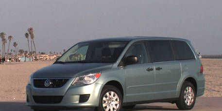 Tire, Motor vehicle, Wheel, Automotive mirror, Mode of transport, Transport, Daytime, Vehicle, Glass, Automotive design,