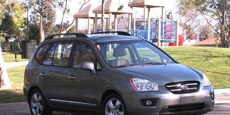 Tire, Motor vehicle, Wheel, Automotive mirror, Vehicle, Transport, Headlamp, Rim, Glass, Car,