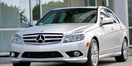 Tire, Wheel, Mode of transport, Automotive design, Vehicle, Hood, Automotive mirror, Automotive lighting, Transport, Headlamp,