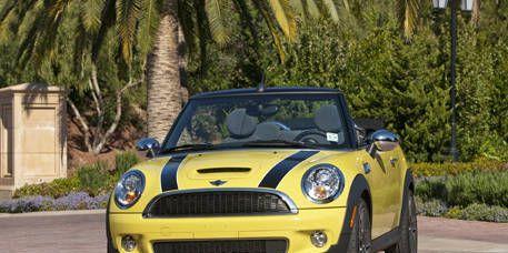 Automotive design, Yellow, Vehicle, Headlamp, Grille, Car, Vehicle door, Hood, Photograph, Automotive lighting,