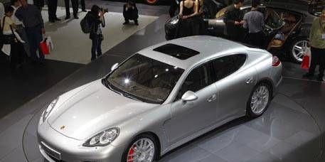 Tire, Wheel, Mode of transport, Automotive design, Vehicle, People, Land vehicle, Transport, Car, Porsche panamera,