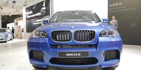 Motor vehicle, Automotive design, Automotive exterior, Vehicle, Hood, Grille, Car, Headlamp, Automotive lighting, Bumper,