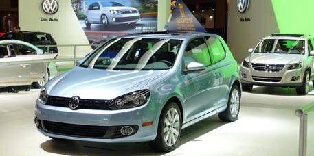 Tire, Motor vehicle, Wheel, Mode of transport, Automotive design, Automotive mirror, Vehicle, Land vehicle, Transport, Car,