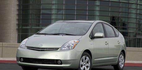 Motor vehicle, Tire, Automotive mirror, Wheel, Mode of transport, Automotive design, Transport, Glass, Vehicle, Land vehicle,