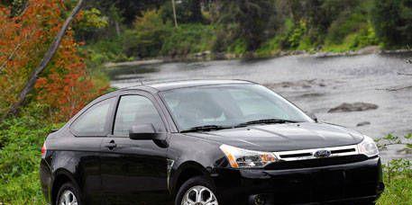 Tire, Wheel, Motor vehicle, Automotive mirror, Vehicle, Land vehicle, Alloy wheel, Automotive lighting, Rim, Car,