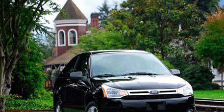 Tire, Motor vehicle, Wheel, Automotive mirror, Vehicle, Automotive design, Land vehicle, Transport, Glass, Automotive lighting,