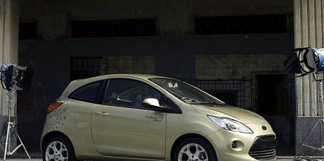 Tire, Wheel, Motor vehicle, Automotive mirror, Mode of transport, Automotive design, Vehicle, Land vehicle, Automotive wheel system, Alloy wheel,