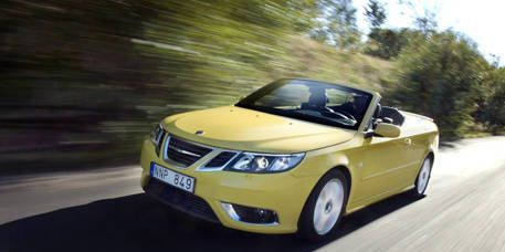 Motor vehicle, Mode of transport, Automotive mirror, Automotive design, Vehicle, Yellow, Transport, Automotive exterior, Road, Land vehicle,
