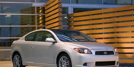 Tire, Wheel, Motor vehicle, Daytime, Vehicle, Automotive design, Glass, Automotive lighting, Headlamp, Rim,