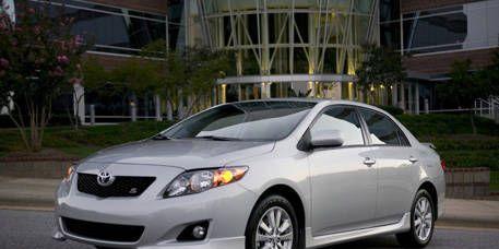 Mode of transport, Daytime, Vehicle, Glass, Automotive lighting, Automotive mirror, Headlamp, Infrastructure, Car, Rim,