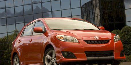 Tire, Motor vehicle, Wheel, Automotive mirror, Mode of transport, Automotive design, Daytime, Vehicle, Transport, Land vehicle,