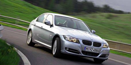 Road, Tire, Mode of transport, Automotive design, Automotive mirror, Vehicle, Hood, Land vehicle, Infrastructure, Transport,