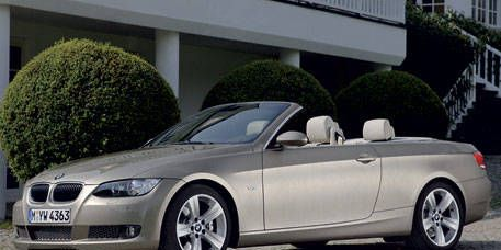 Tire, Automotive design, Vehicle, Alloy wheel, Hood, Spoke, Grille, Rim, Car, Fender,