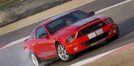 Tire, Motor vehicle, Mode of transport, Automotive design, Road, Vehicle, Transport, Automotive tire, Hood, Land vehicle,