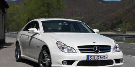 Tire, Wheel, Mode of transport, Automotive design, Vehicle, Land vehicle, Automotive mirror, Hood, Vehicle registration plate, Car,
