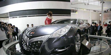 Mode of transport, Automotive design, Event, Vehicle, Land vehicle, Headlamp, Car, Personal luxury car, Glass, Auto show,