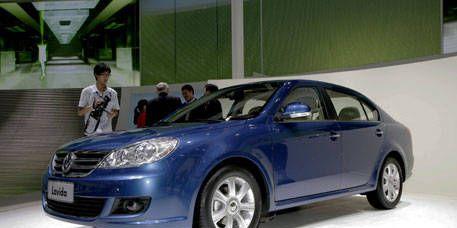 Tire, Wheel, Mode of transport, Vehicle, Automotive design, Transport, Car, Alloy wheel, Automotive mirror, Rim,