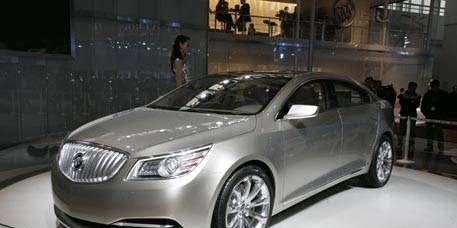 Mode of transport, Automotive design, Vehicle, Land vehicle, Event, Transport, Car, Personal luxury car, Grille, Mid-size car,