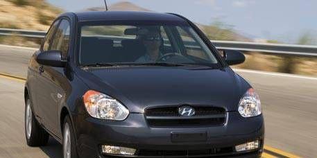 Motor vehicle, Automotive mirror, Mode of transport, Automotive design, Daytime, Vehicle, Glass, Automotive lighting, Headlamp, Land vehicle,