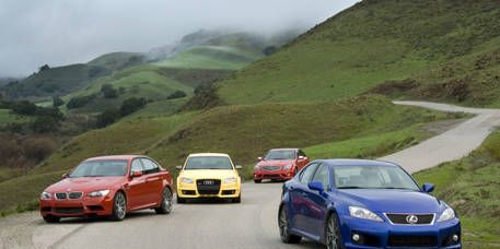 Motor vehicle, Mode of transport, Automotive mirror, Automotive design, Vehicle, Land vehicle, Mountainous landforms, Automotive parking light, Transport, Highland,