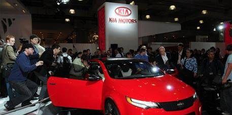 Mode of transport, Automotive design, Vehicle, Event, Land vehicle, Car, Auto show, Personal luxury car, Exhibition, Mid-size car,