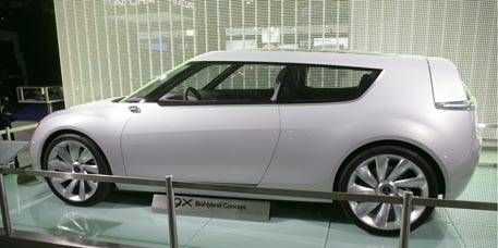 Motor vehicle, Tire, Wheel, Automotive design, Mode of transport, Vehicle, Transport, Alloy wheel, Vehicle door, Automotive mirror,